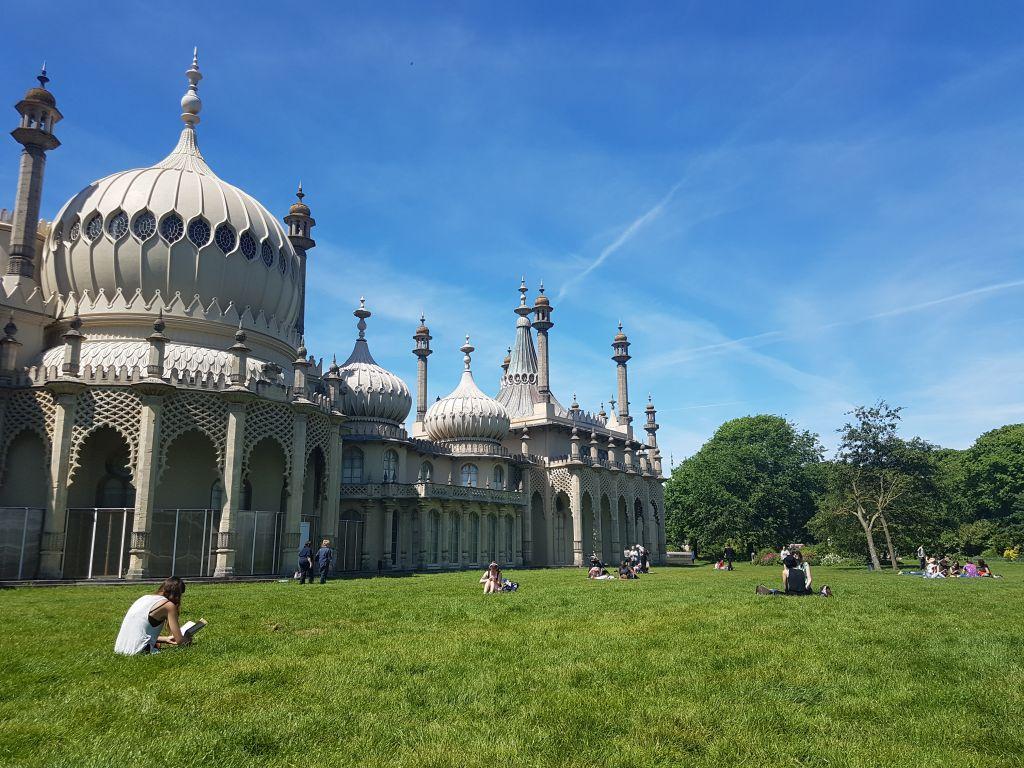 Brighton pavilion sunny day
